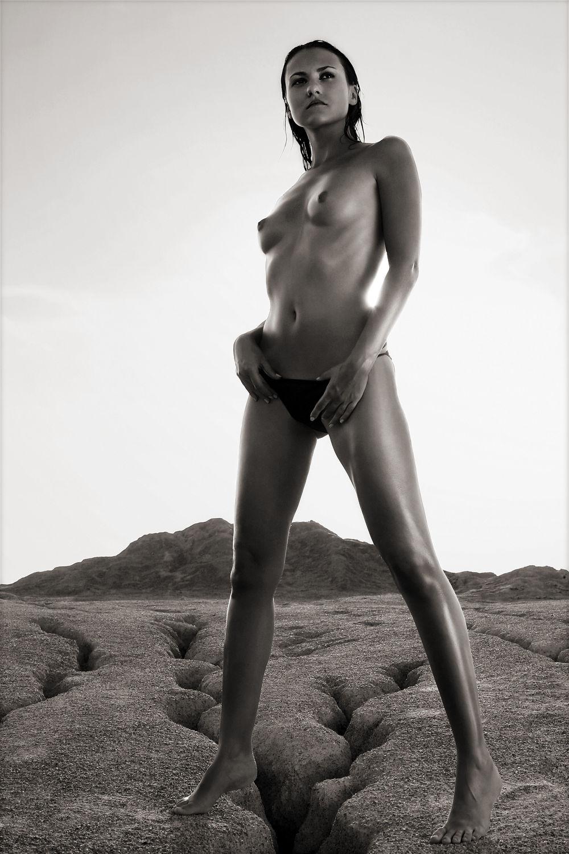 Bild mit nude, Akt, beauty&portrait, Schönheit, Wellness, Frau, schwarz weiß, make up, beauty, Sexy, Model, SW, schminke, style, ästhetik, fotoshooting