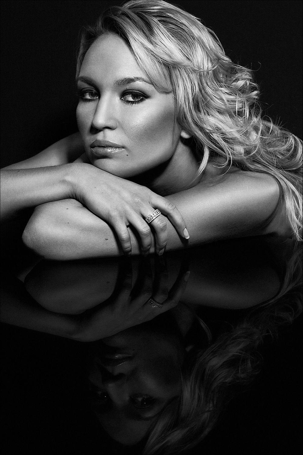 Bild mit Akt, beauty&portrait, Schönheit, Wellness, schwarz weiß, make up, beauty, Sexy, Model, SW, schminke, style, ästhetik, fotoshooting