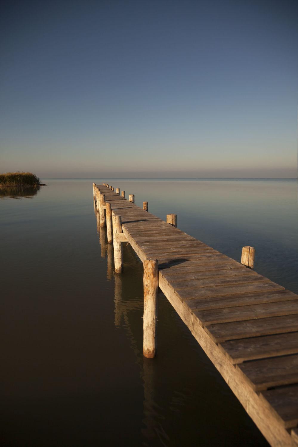 Bild mit Natur, Wasser, Gewässer, Sonnenuntergang, Sonnenaufgang, Österreich, Steg, Holzsteg, Am Meer, Neusiedlersee, Burgenland