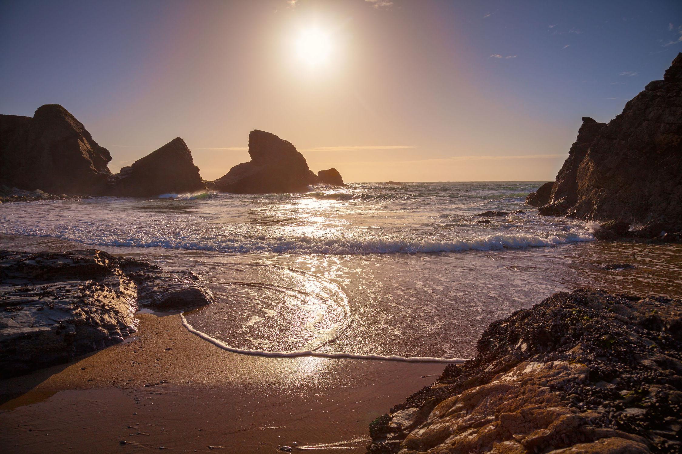 Bild mit Natur, Wasser, Gewässer, Felsen, Wellen, Sonnenuntergang, Sonnenaufgang, Am Meer, ozean