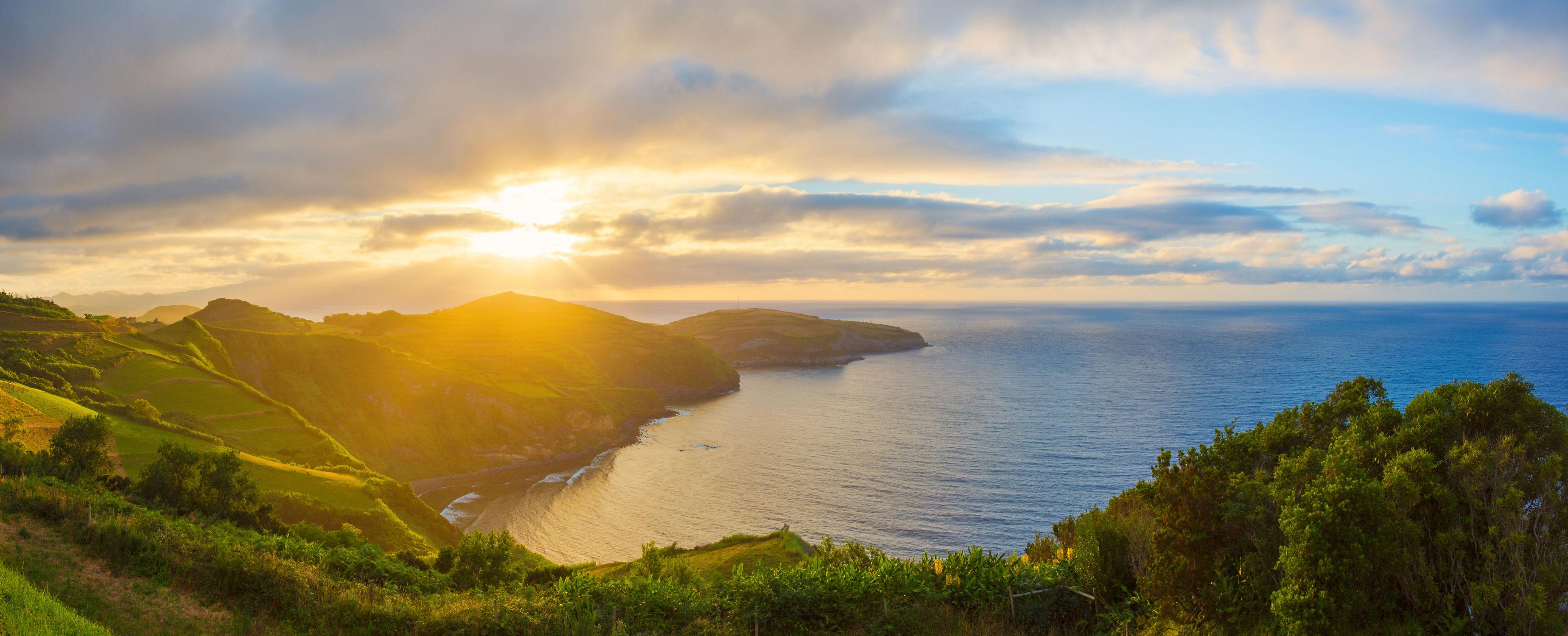 Bild mit Natur, Wasser, Berge, Gewässer, Sonnenuntergang, Sonnenaufgang, See, Am Meer, Wiesen, ozean
