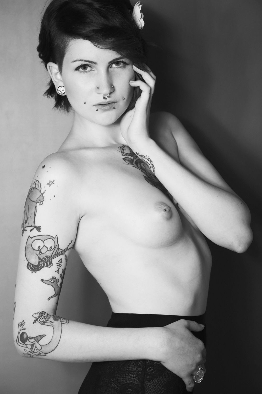 Bild mit nude, Dessous, Akt, Fotokunst Art FF77, Fetisch, Erotik, Portrait, Studio, Frau, Aktmodel, Aktfoto, Aktfotografie, erotisch, Frauen, nackt, Sexy, Brust, Erotic, Akt & Erotik, girl