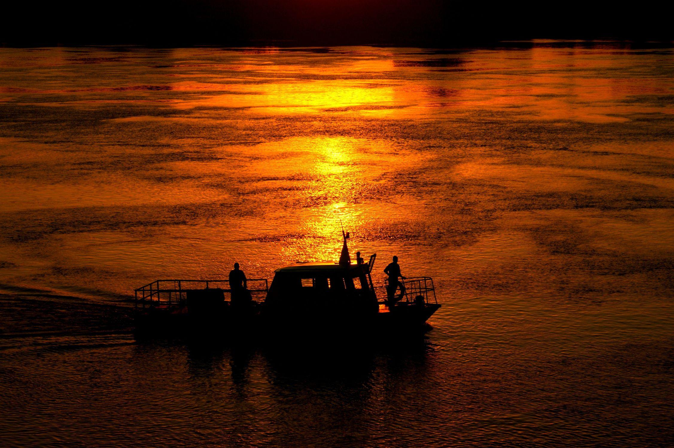 Bild mit Sonnenuntergang, Sonnenaufgang, Boote
