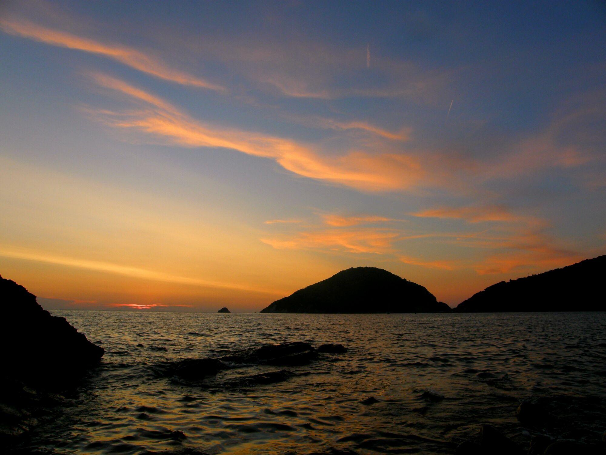 Bild mit Wasser, Wellen, Sonnenuntergang, Sonnenaufgang, Meer, Am Meer