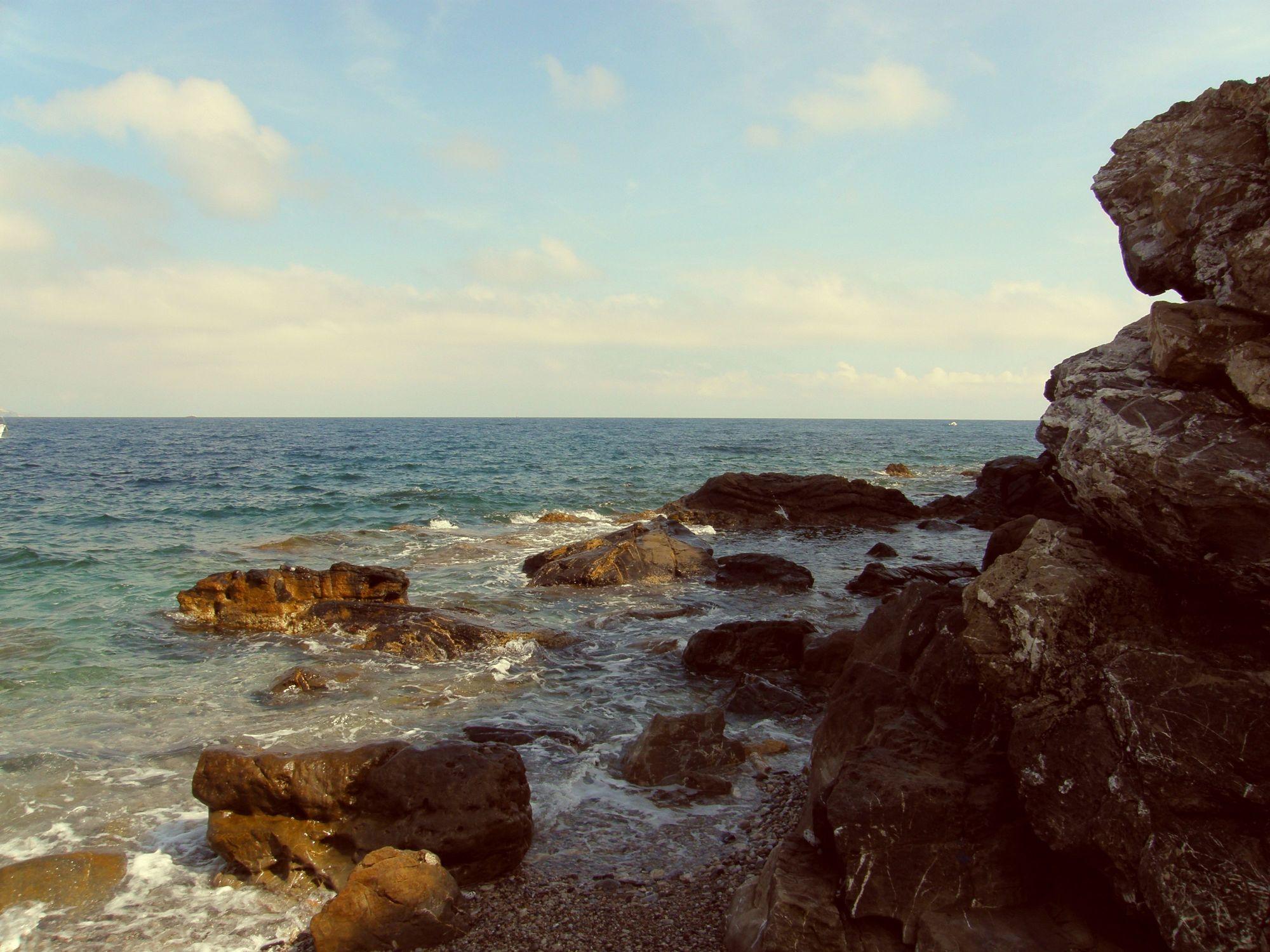 Bild mit Strände, Strand, Meer, Sehnsucht nach Meer, Fels, felsstrand