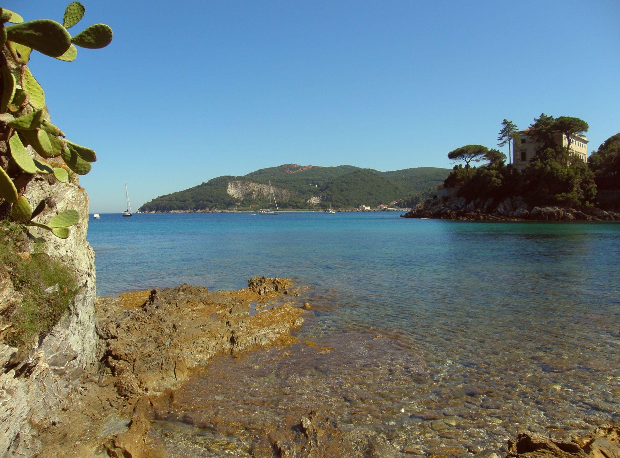 Bild mit Gewässer, Felsen, Strände, Urlaub, Italien, Strand, Meer, Insel, Sehnsucht nach Meer, Fels