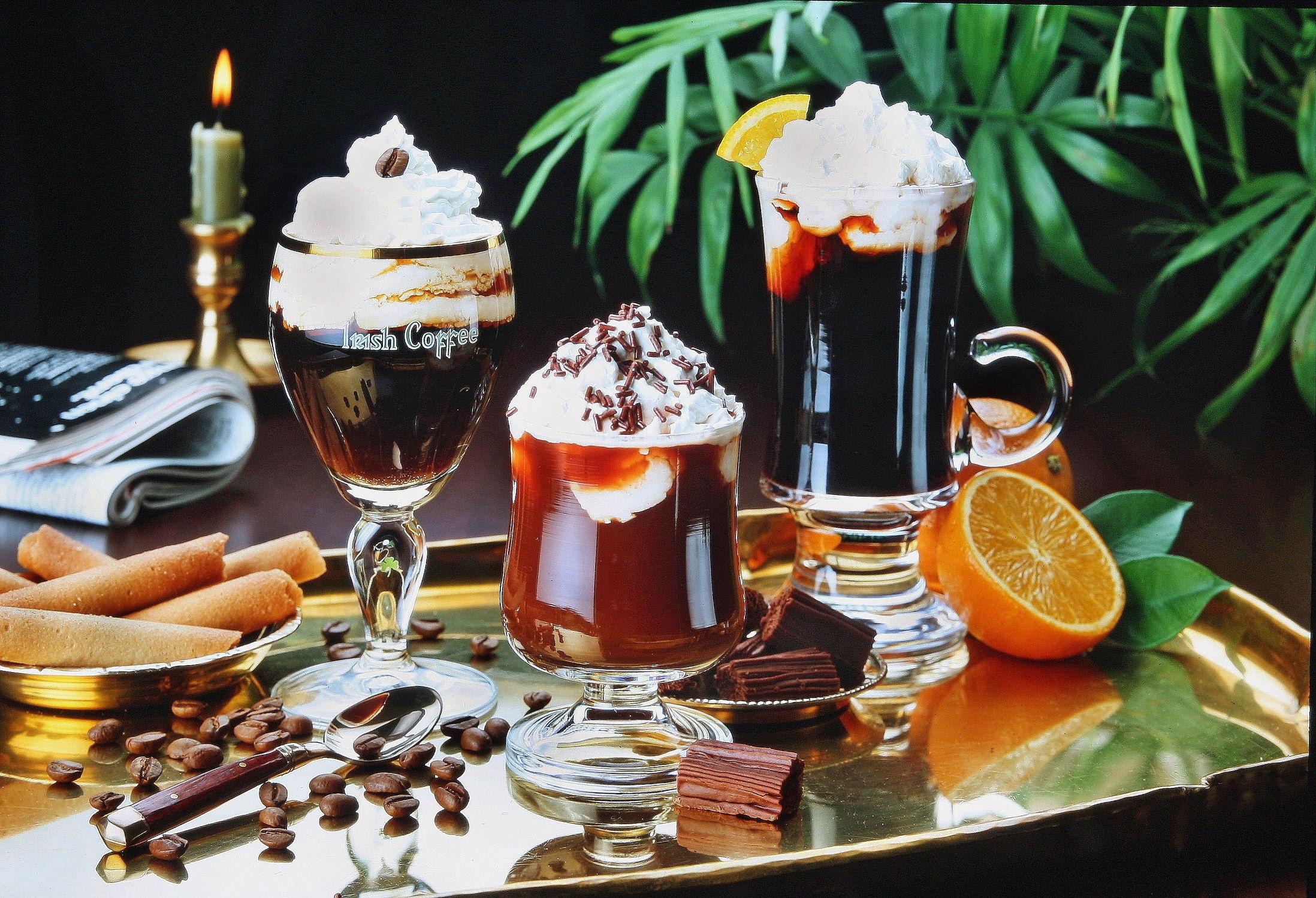 Bild mit Getränke, Retro, VINTAGE, KITCHEN, KITCHEN, aroma, cafe, coffeetime, geröstet, Getränk, Heißgetränk, kaffee, kaffeebohne, kaffeebohnen, kaffeeduft, kaffeetasse, kaffeetassen, kaffezeit, tassen, ungemahlen, kaffe, Cappuccino, Mokka, Espresso, Küche, Küchen, irish, irish coffee
