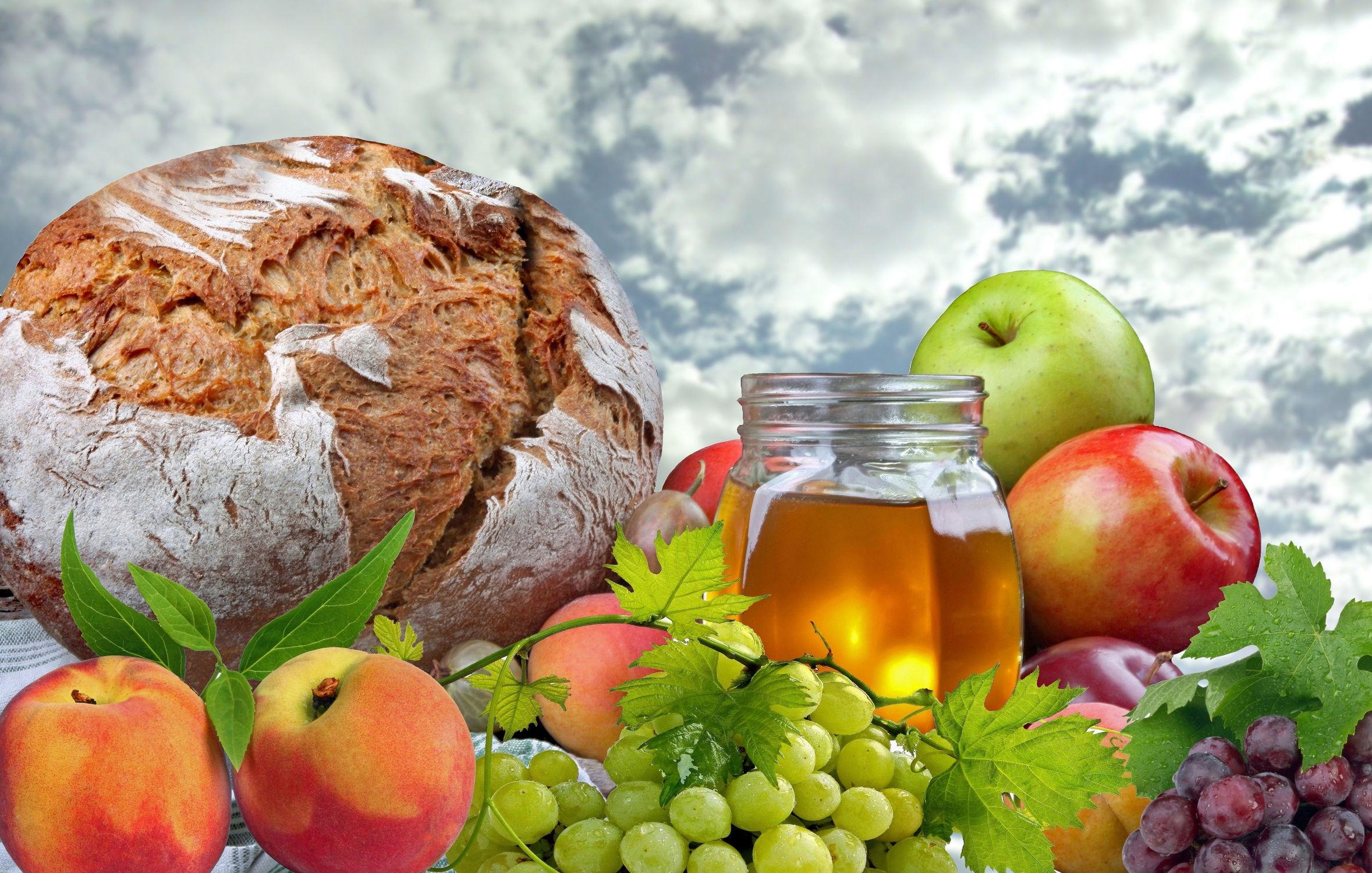 Bild mit Himmel, Wolken, Früchte, Essen, Pfirsiche, Frucht, Obst, Aprikosen, Küchenbild, Weintrauben, Apfel, Apfel, Food, Küchenbilder, Honig, Küche, pflaumen, Stachelbeeren, picknick, brot, brote