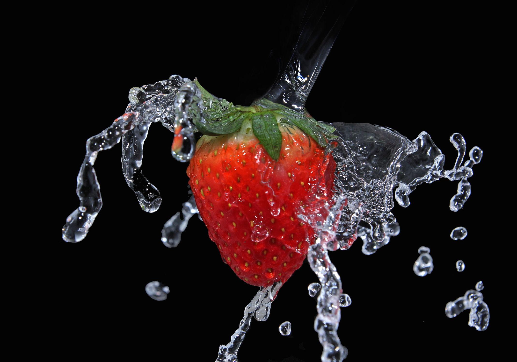 Bild mit Wasser, Früchte, Frucht, Obst, Erdbeere, Erdbeeren, Küchenbild, Nahrung, Wassertropfen, Küchenbilder, Ernährung, Küche