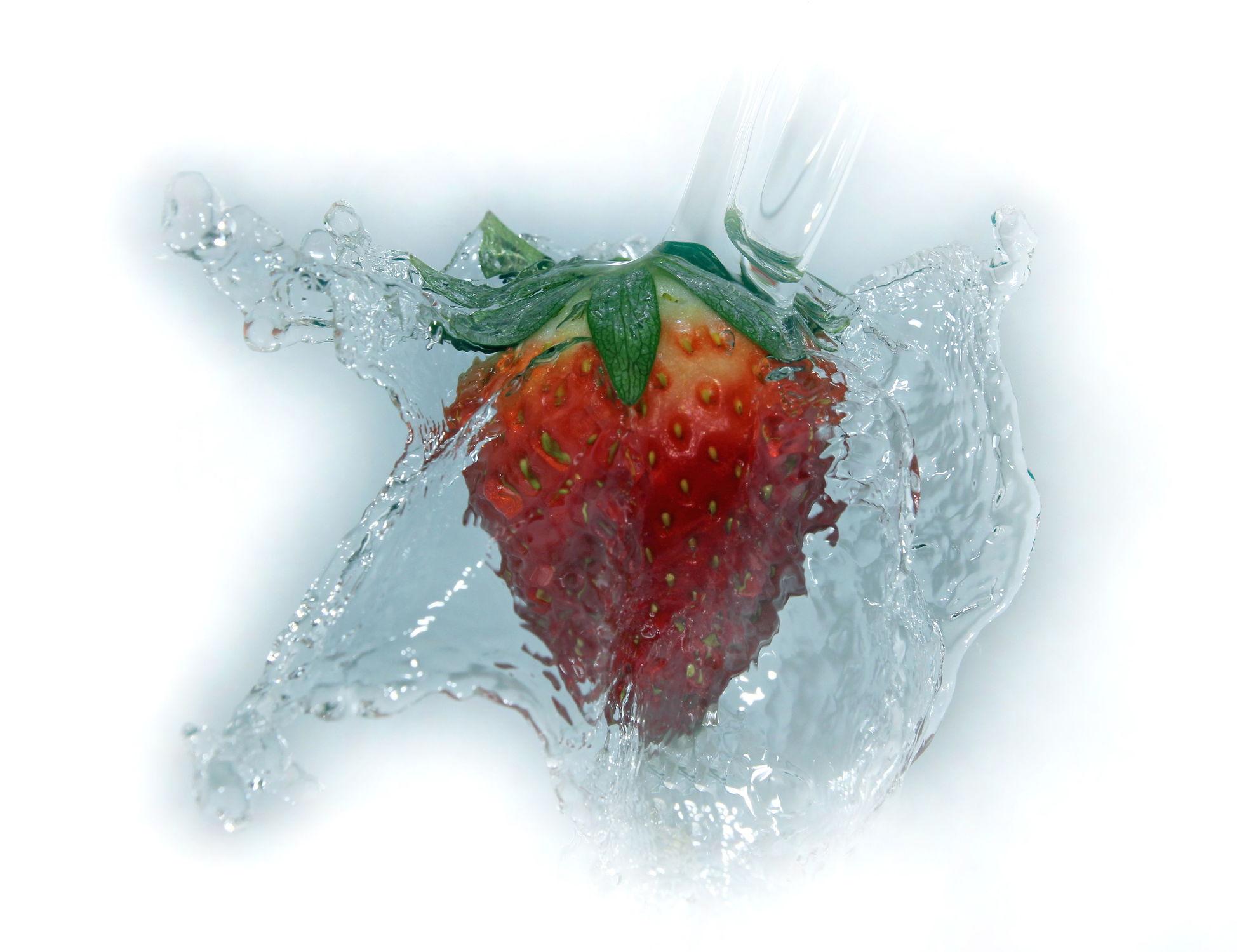 Bild mit Wasser, Früchte, Frucht, Obst, Erdbeere, Erdbeeren, Nahrung, Wassertropfen, Ernährung