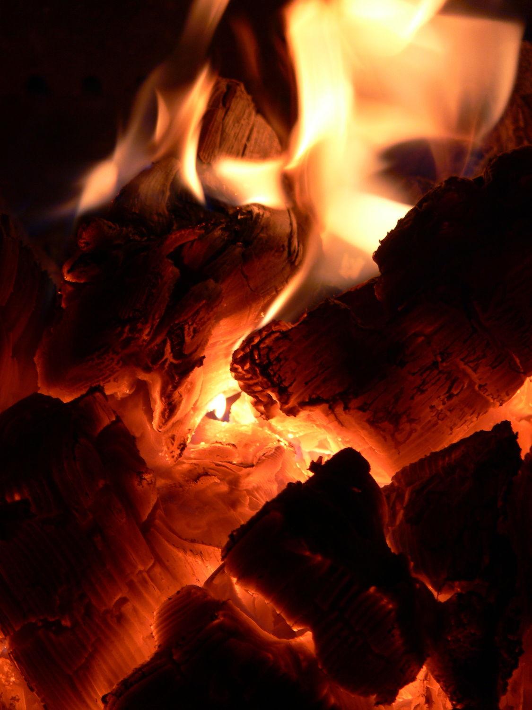 Bild mit Feuer, Flammen, Experimente, Rauch, Qualm, Glut, lagerfeuer, flamme, brennen, brand, streichholz, streichhölzer