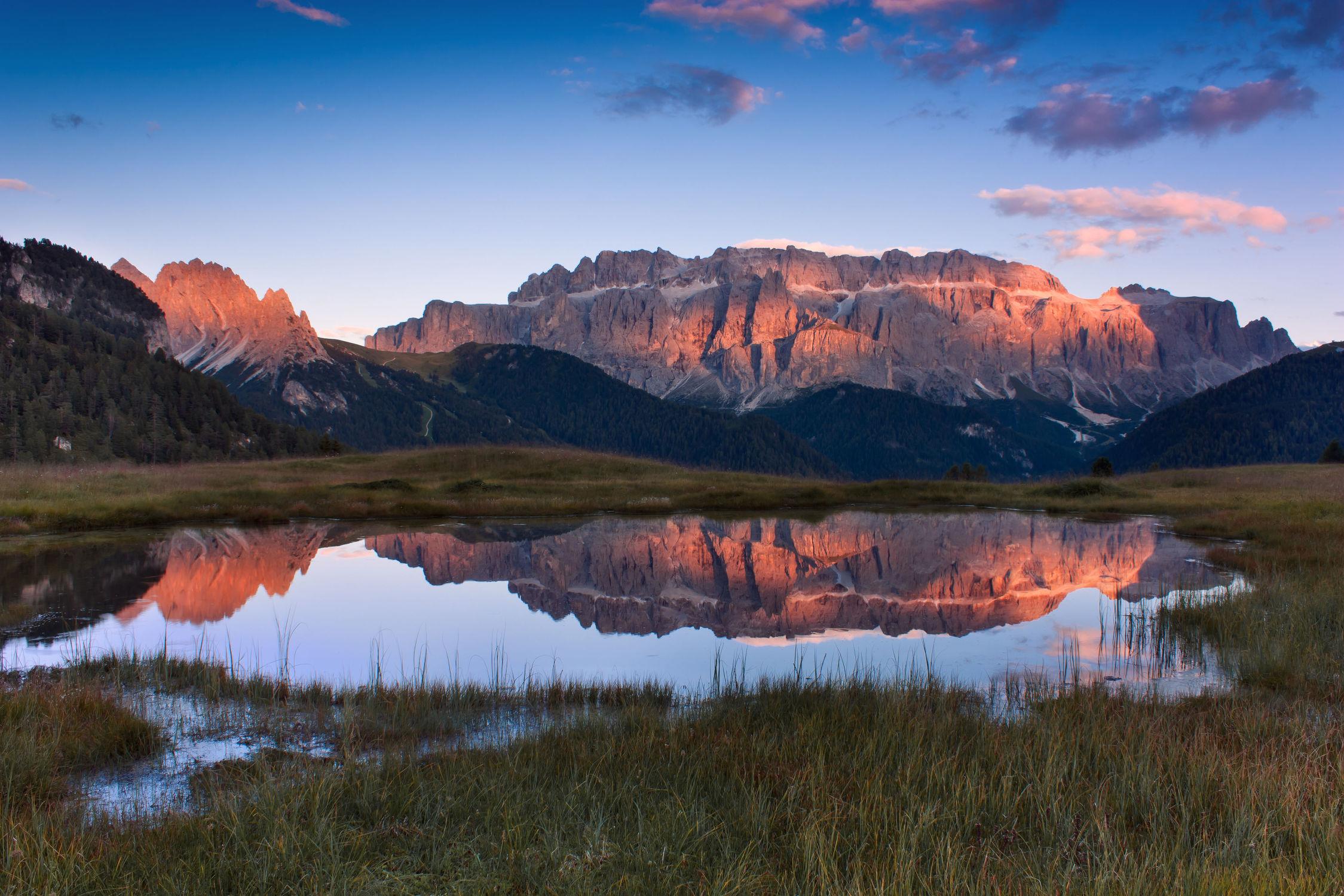 Bild mit Natur, Wasser, Wasser, Berge, Bäume, Gewässer, Wälder, Seen, Herbst, Sonnenuntergang, Sonnenaufgang, Wald, Baum, See, Wäldchen, Landschaften im Herbst, berg, Gebirge, Fluss