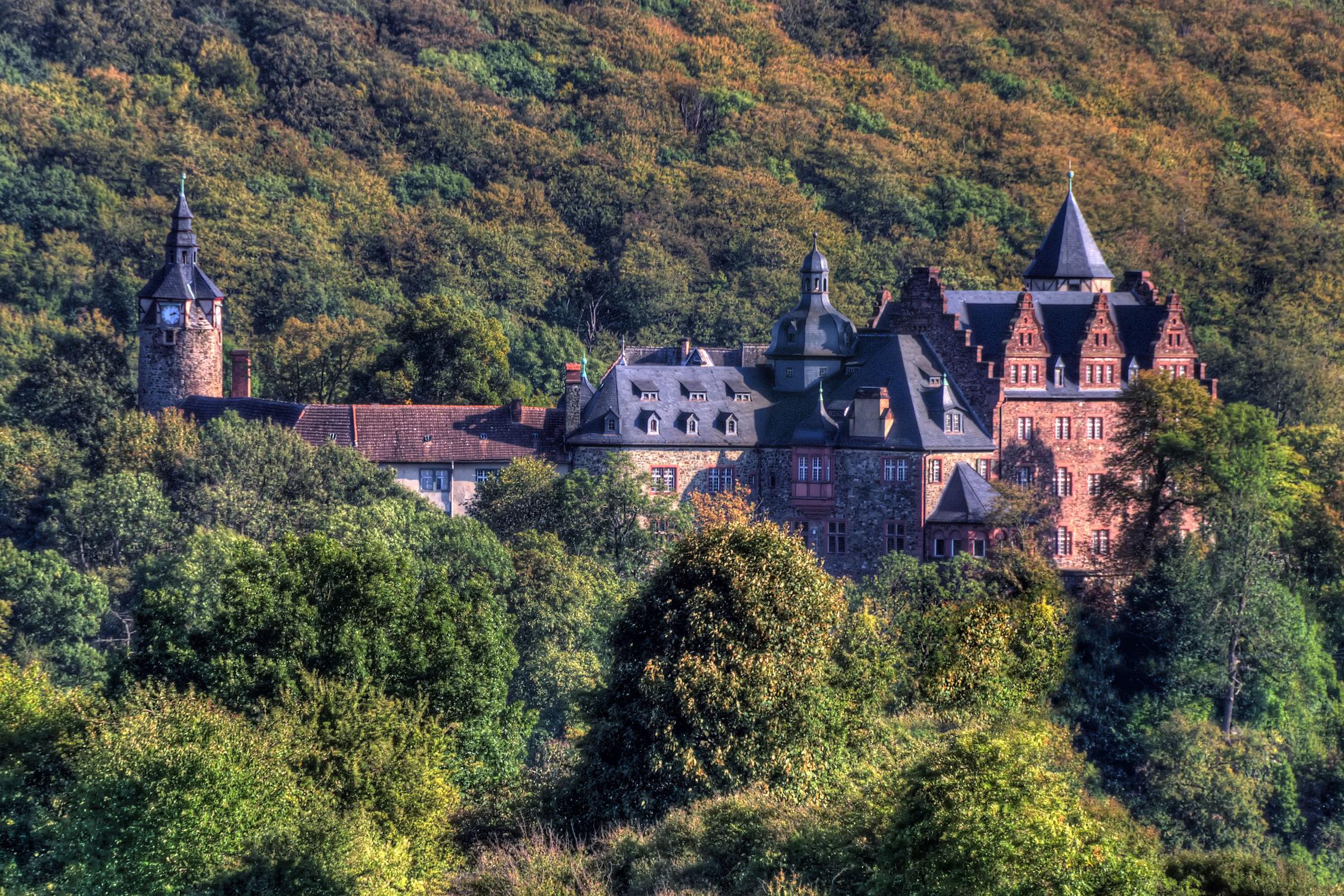 Bild mit Architektur, Gebäude, Sommer, Schlösser, Schloss, Burg, landscape, garten, Burgen, schlossgarten, königlich, rammelburg