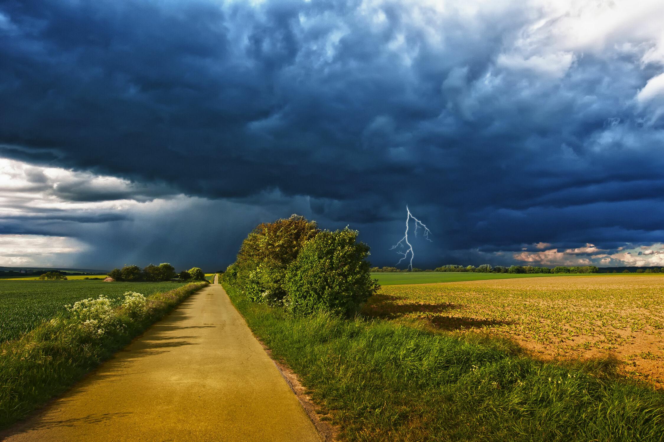 Bild mit Natur, Landschaften, Weiden und Wiesen, Sommer, Landschaft, Wiese, Feld, Felder, Gewitter, Wiesen, Weide, Weiden