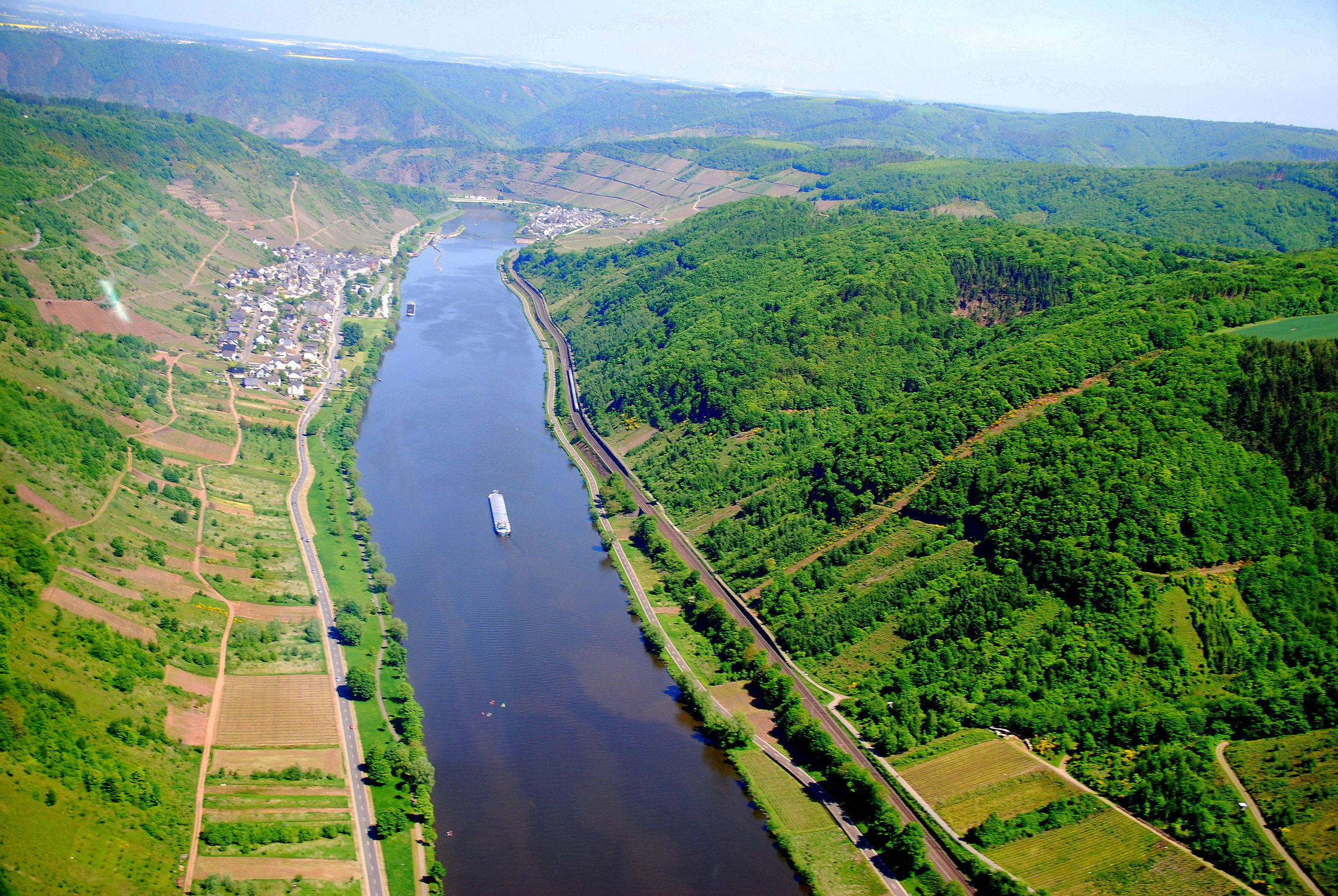 Bild mit Natur, Wasser, Landschaften, Gewässer, Flüsse, Landschaft, Wiese, Feld, Felder, Wiesen, Fluss, Mosel