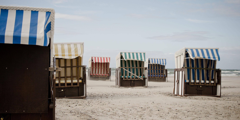 Bild mit Natur, Wasser, Gewässer, Strand, Strandkörbe, Ostsee, Meer, Strandkorb, Am Meer, ozean