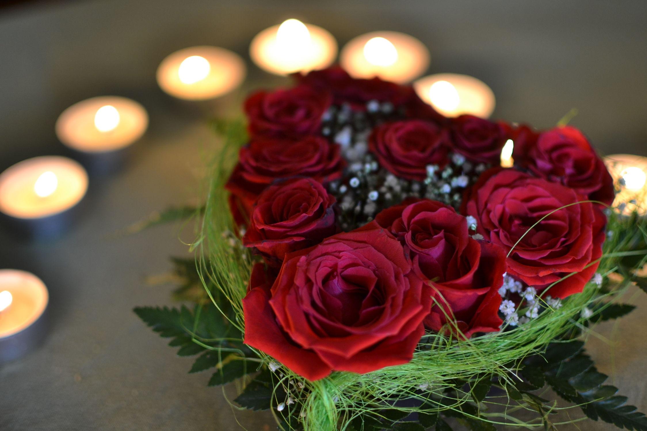Bild mit Blumen, Rosen, Blume, Flower, Kerzenlicht, Stillleben, Herz, Liebe, Hochzeit, Geburtstag, Valentinstag, Rosenherz