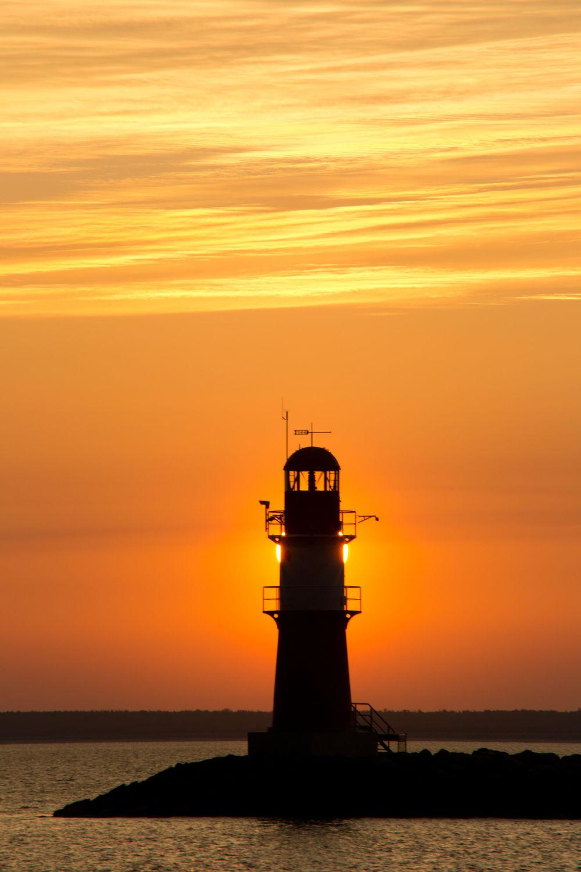 Bild mit Wasser, Urlaub, Sonnenaufgang, Strand, Ostsee, Meer, Am Meer, Leuchtturm