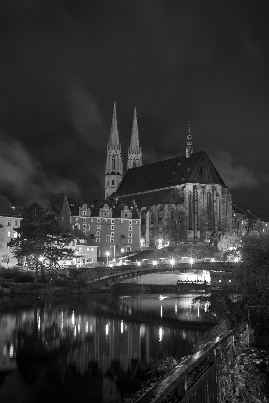 Bild mit Architektur, Kirchen, Kirche, Stadt Görlitz, Görlitz, City, schwarz weiß, Wasserspiegelung