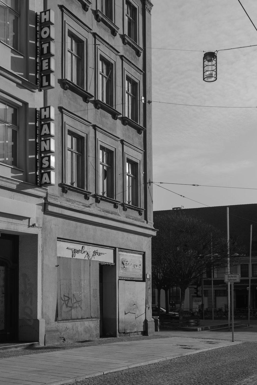 Bild mit Straßen und Wege, Görlitz, Verfall, Architektur in Schwarzweiß, Berliner Straße, menschenleer