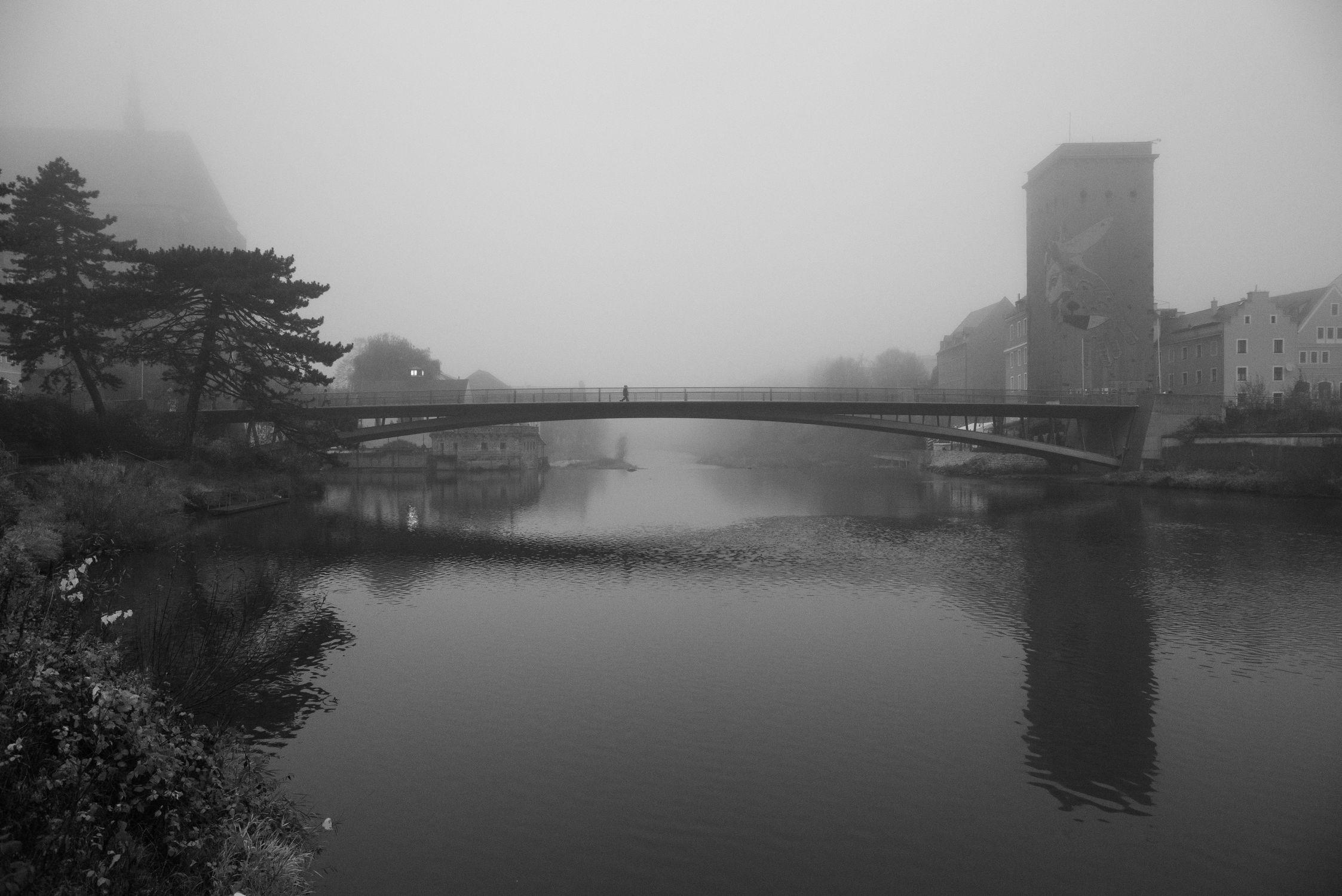 Bild mit Nebel, Görlitz, historische Altstadt, Altstadtbrücke, schwarz weiß, Wasserspiegelung, Görlitzer Altstadt