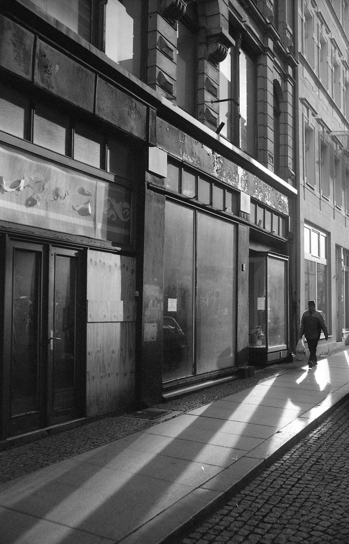 Bild mit Straßen und Wege, Görlitz, Architektur in Schwarzweiß, Lichtstimmung, Stadtleben, Görlitzer Altstadt