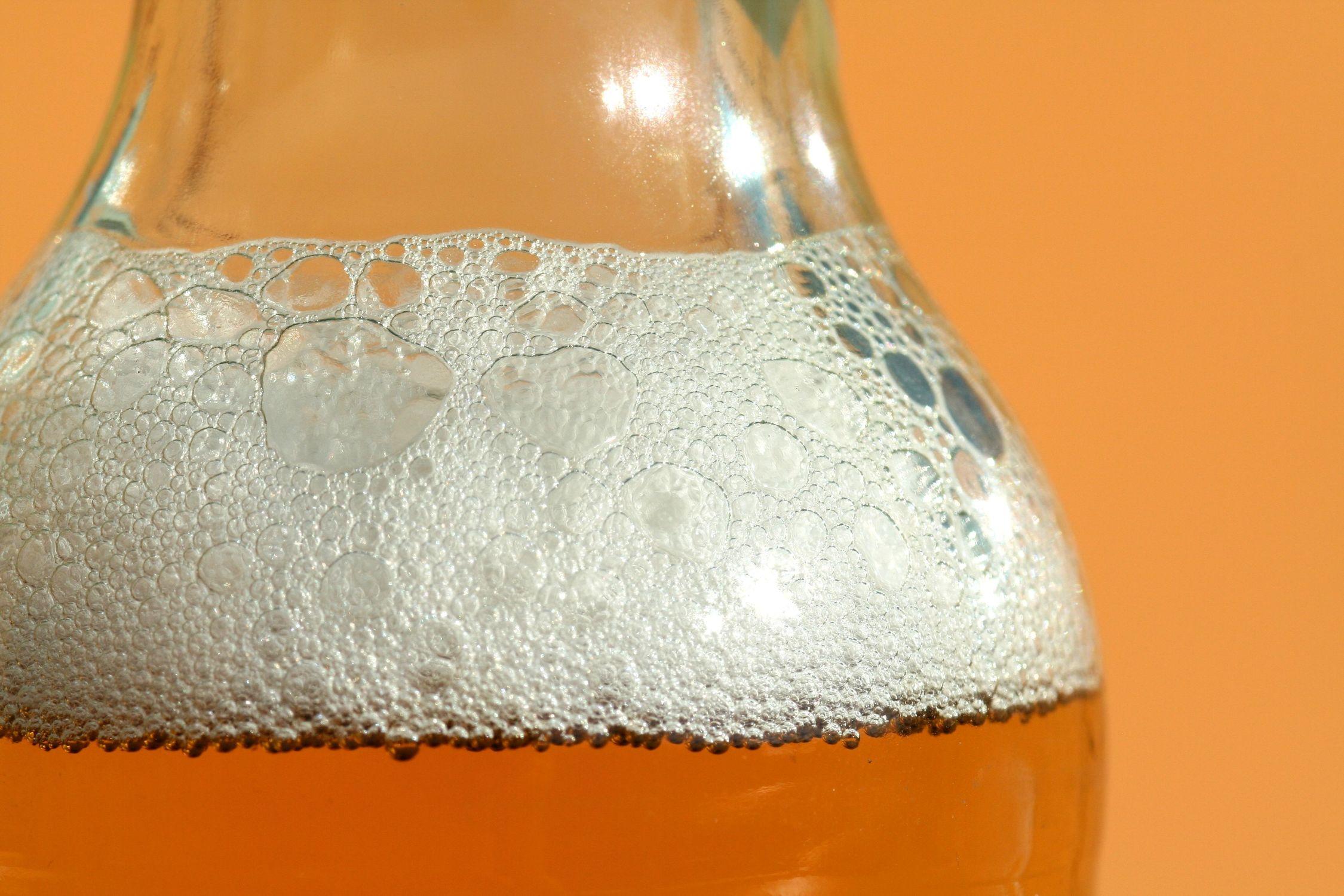 Bild mit Gegenstände, Lebensmittel, Trinken, Getränke, Alkohol, Bottle, Bier