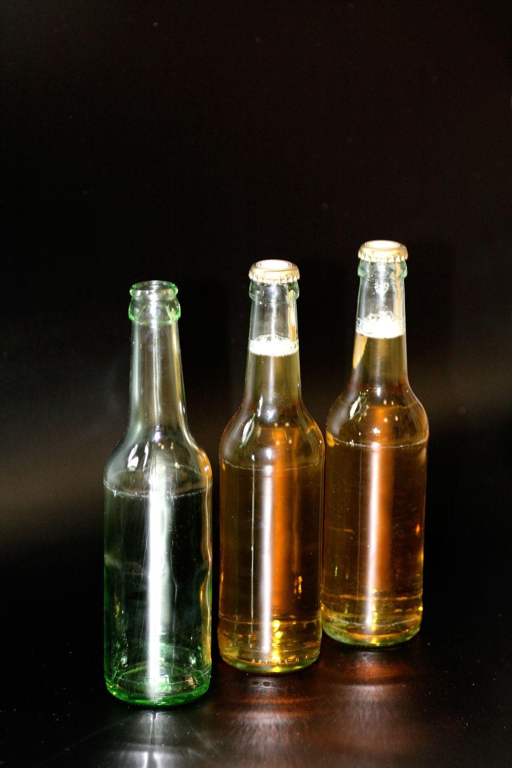 Bild mit Gegenstände, Lebensmittel, Materialien, Glas, Haushalt, Besteck und Geschirr, Trinken, Getränke, Alkohol, Flaschen, Küchenbild, Flasche, Küchenbilder, Küche