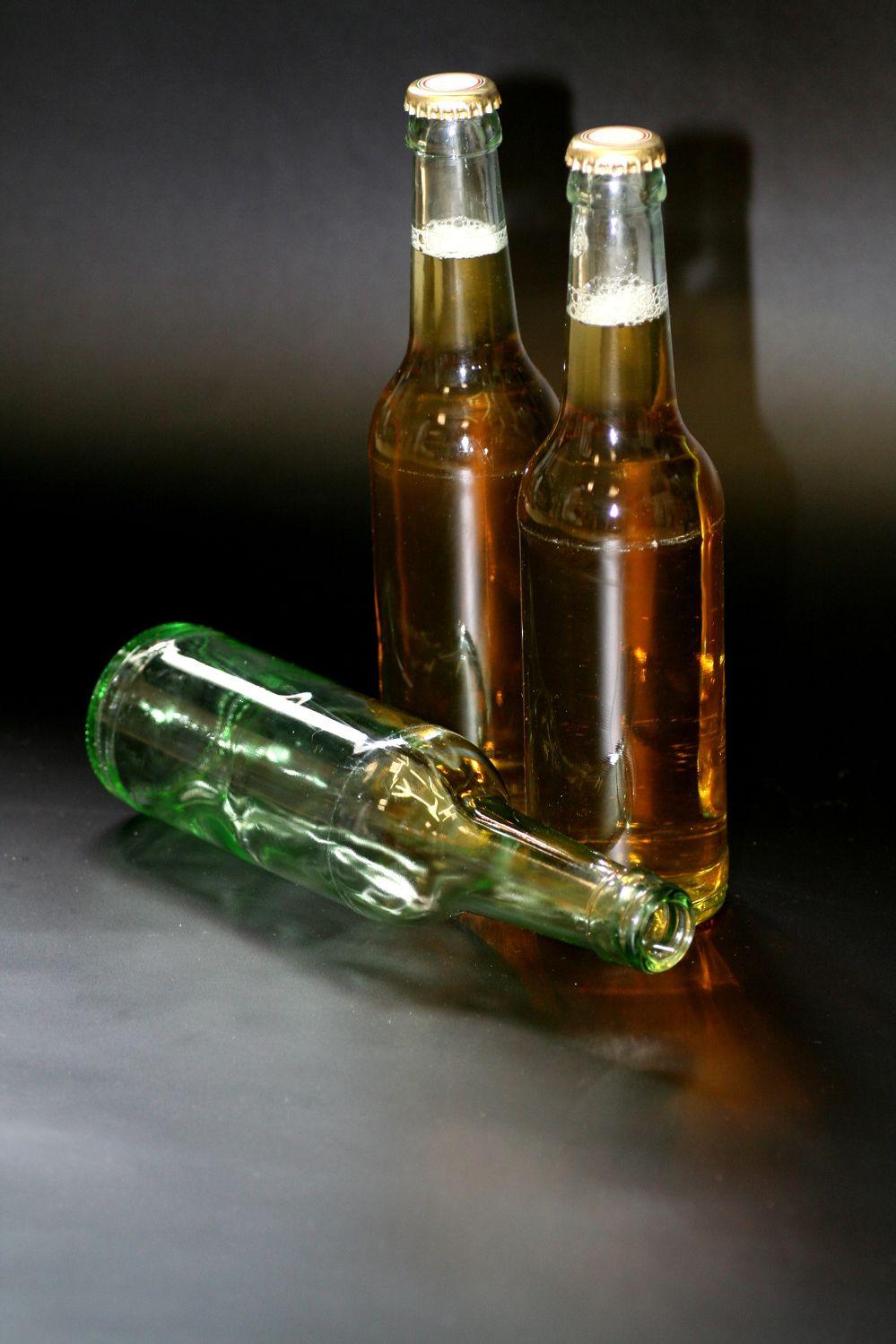 Bild mit Gegenstände, Lebensmittel, Materialien, Glas, Trinken, Getränke, Liköre, Alkohol, Flaschen