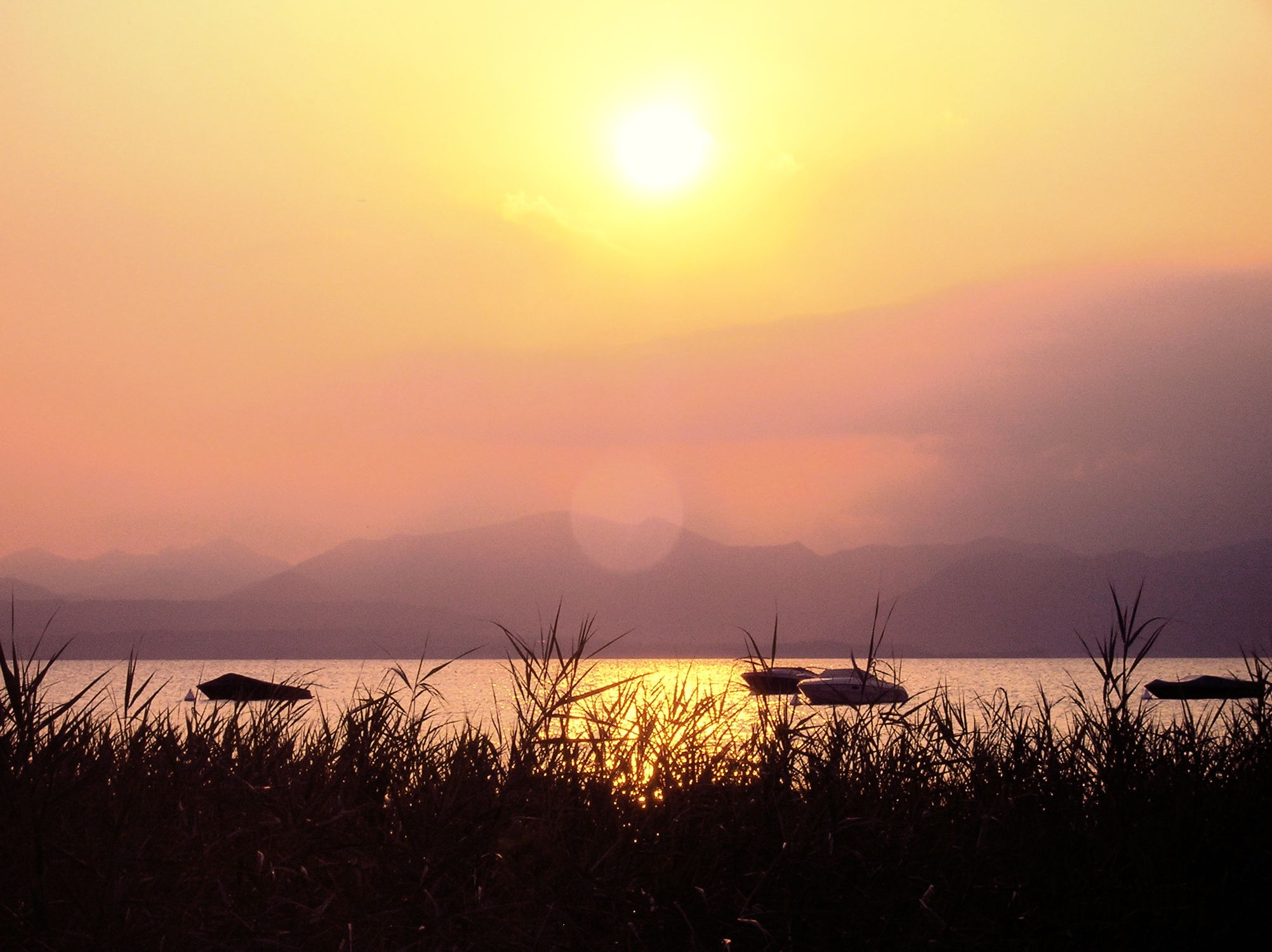 Bild mit Natur, Wasser, Landschaften, Himmel, Wolken, Gewässer, Seen, Meere, Horizont, Sonnenuntergang, Sonnenaufgang, Abendrot, Dämmerung, Morgenrot