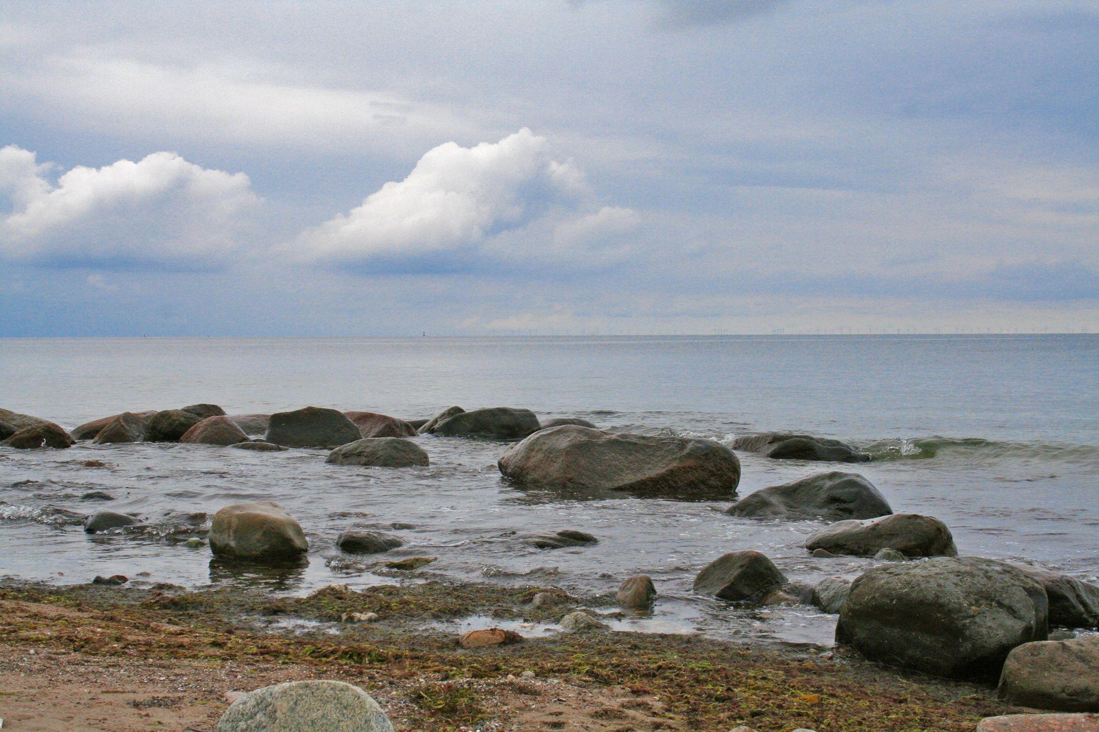 Bild mit Natur, Landschaften, Himmel, Wolken, Gewässer, Küsten und Ufer, Felsen, Meere, Strände, Horizont, Brandung, Wellen, Buchten
