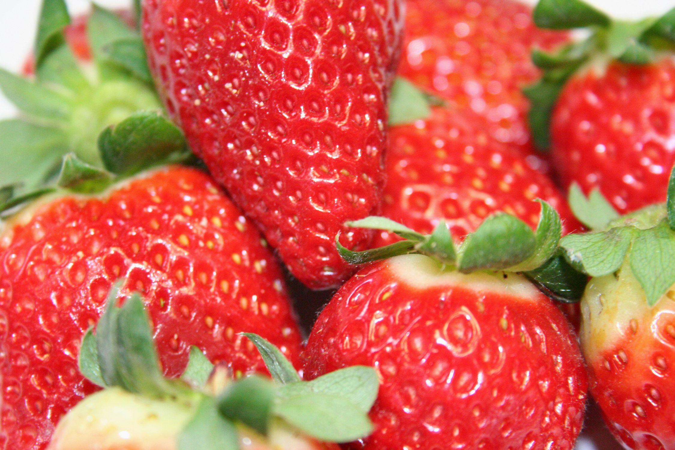 Bild mit Gegenstände, Natur, Pflanzen, Früchte, Lebensmittel, Essen, Rot, Beeren, Frucht, Erdbeere, Erdbeeren, Strawberry, Küchenbilder, KITCHEN, Küche
