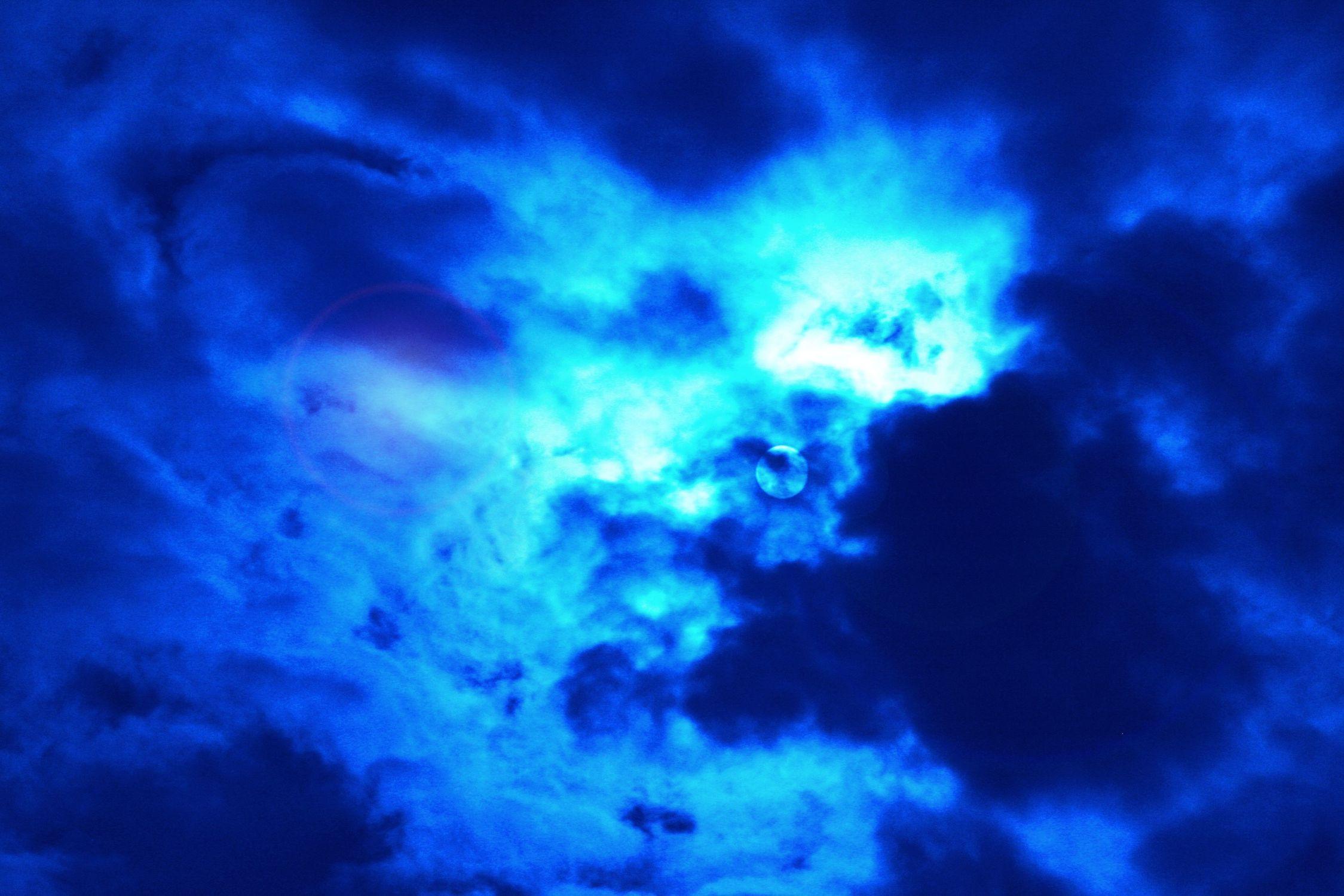 Bild mit Natur, Elemente, Wasser, Himmel, Wolken, Tageslicht, Blau, Kobaltblau, Azurblau, Dunkelheit, Gewitter