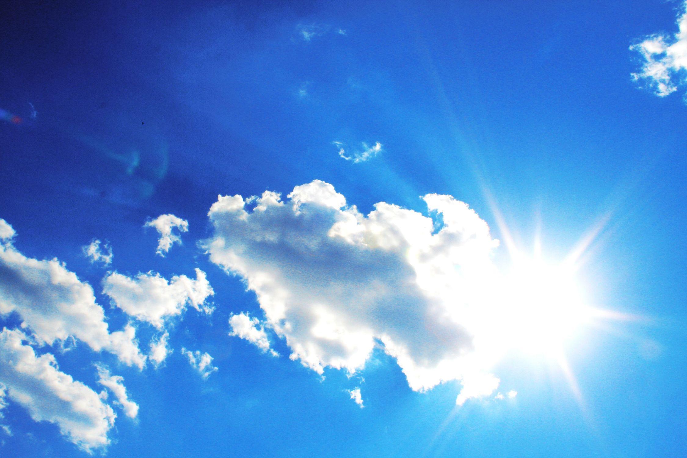 Bild mit Farben, Natur, Himmel, Wolken, Tageslicht, Blau, Azurblau, Sonne, Wolkenhimmel, Wolkengebilde, Sky, Blauer Himmel, Wolkenstruktur, Sky view, Himmelsblick, Wolkenblick