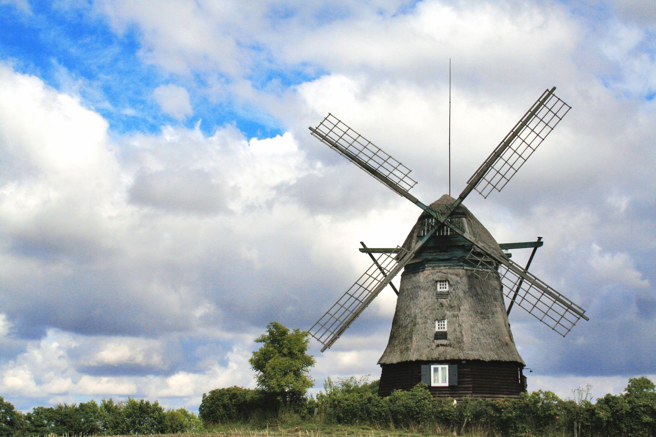 Bild mit Natur, Himmel, Wolken, Orte, Siedlungen, Architektur, Bauwerke, Gebäude, Ländliche Gebiete, Industrie, Mühlen, Windmühlen, Windmühlen, Windparks, Windmühle
