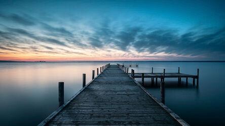 Bild mit Wasser, Seen, Meere, Sonnenuntergang, Sonnenaufgang, Steg, Holzsteg, Lichtstimmungen, Abendstimmung, Steinhuder Meer