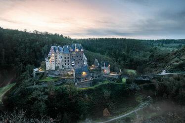Bild mit Bäume, Schlösser und Burgen, Nebel, Schloss, Wald, Historische Gebäude, Sonnenuntergang/Sonnenaufgang, mystisch, Burg Eltz