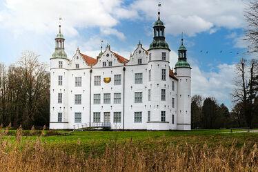 Bild mit Bauwerke, Sommer, Vögel, Schloss, Burg, Schleswig_Holstein, Norden, Schloss Ahrenburg
