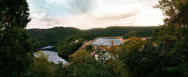 Bild mit Natur, Landschaften, Berge und Hügel, Seen, Stauseen, Wald, Panorama, Fluss, Eifel, NRW