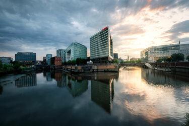 Bild mit Architektur, Gebäude, See, Spiegelung, Skylines & Hochhäuser, Norddeutschland, Sonnenauf/untergang, Fluss, Hamburg