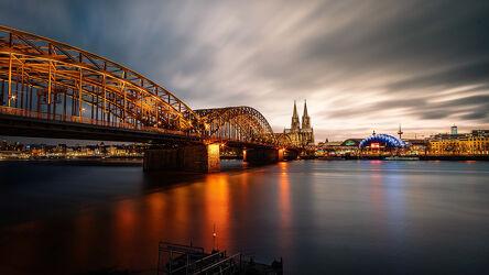 Bild mit Architektur, Stadt, Kirche, Brücke, Köln, Nacht, Skyline, Dom