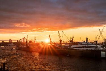 Bild mit Wasser, Wolken, Sonnenaufgang, Schiffe, Häfen, Stadtbild, Skyline, Hamburg