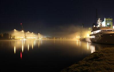Bild mit Wasser, Häfen, Nebel, Yacht, Licht, Nacht, Schleswig_Holstein, Nord_Ostsee_Kanal