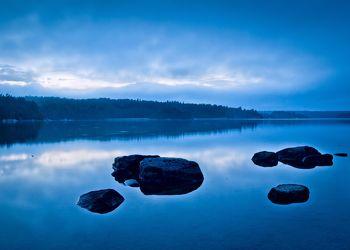 Bild mit Natur, Wasser, Gewässer, Seen, Stein, Blau, Meer, Steine, See, garten, water, Blaue Stunde, Schärengarten vor Stockholm, stiockholm