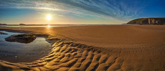 Bild mit Felsen, Wellen, Sand, Urlaub, Blau, Sonne, Braun, Struktur, Strand, England, Panorama, Meer, Küste, HDR, großbritannien, ozean, Cornwall, mawgan porth, weite, Ebbe, Gezeiten, gold, klippe, gezeitentümpel, dynamik