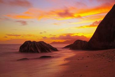 Bild mit Natur,Felsen,Sand,Sonnenuntergang,Strand,Paradies,Sonnenuntergang/Sonnenaufgang,la digue,Seychellen