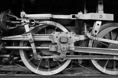 Bild mit Kunst, Züge, Retro, VINTAGE, Räder, Rad, Fotografie, schwarz weiß, alt, SW, Zug, ddr, abteil, zugabteil, dampflok, mechanik
