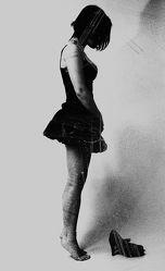Frau ohne Schuhe