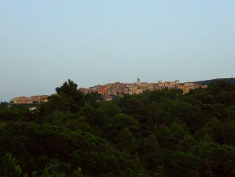 Stadt auf dem Hügel