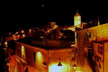 Italienische Altstadt bei Nacht